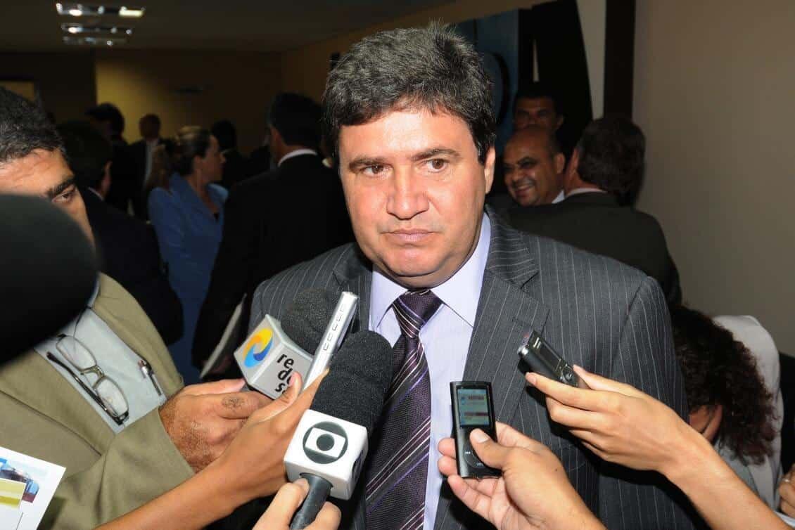 Júnior Coimbra dá entrevista a vários veículos de comunicação