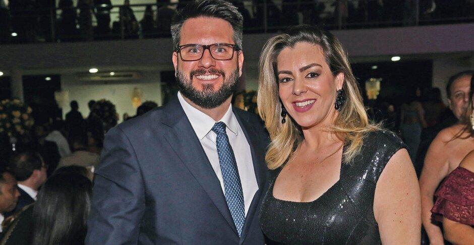 Prefeita Cinthia Ribeiro e secretário Eduardo Mantoan em evento social