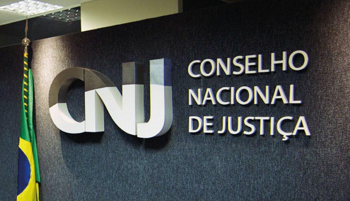 Parede da sede com a logomarca do CNJ