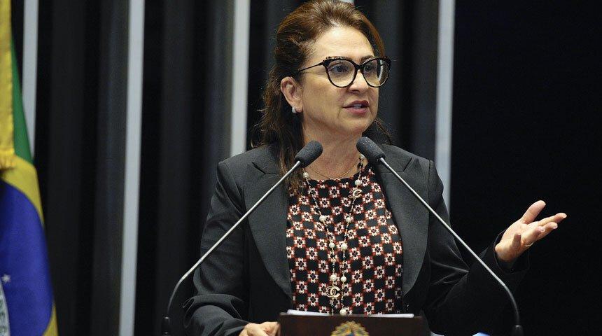Senadora Kátia Abreu discursa da tribuna do Senado