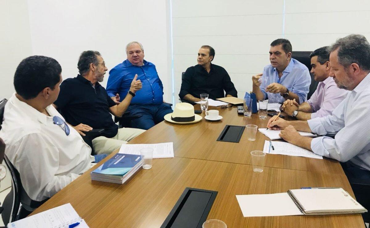Amastha, Ataídes e Stival, em reunião com técnicos da pré-campanha do PSB