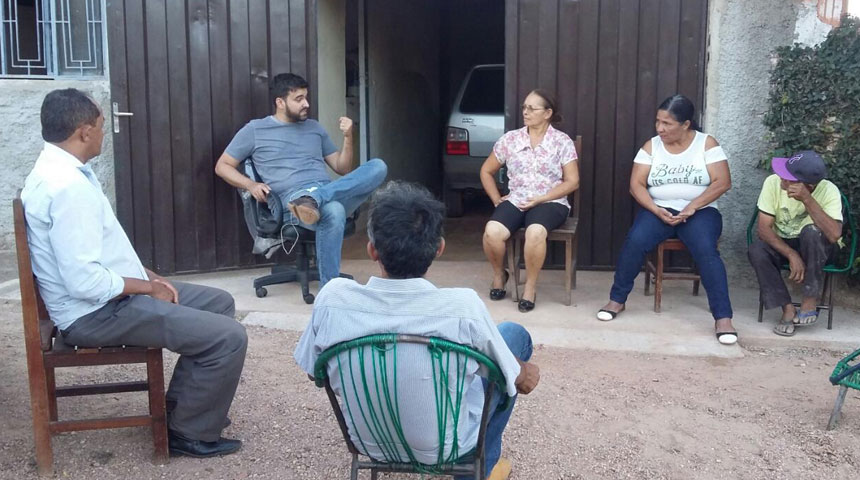 Felipe Rocha, numa das reuniões com eleitores tocantinenses