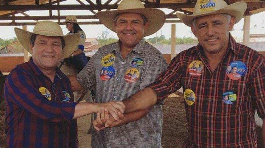 Osires Damaso com os deputados estaduais Jr Evangelista e Cleiton Cardoso; os três de chapéu