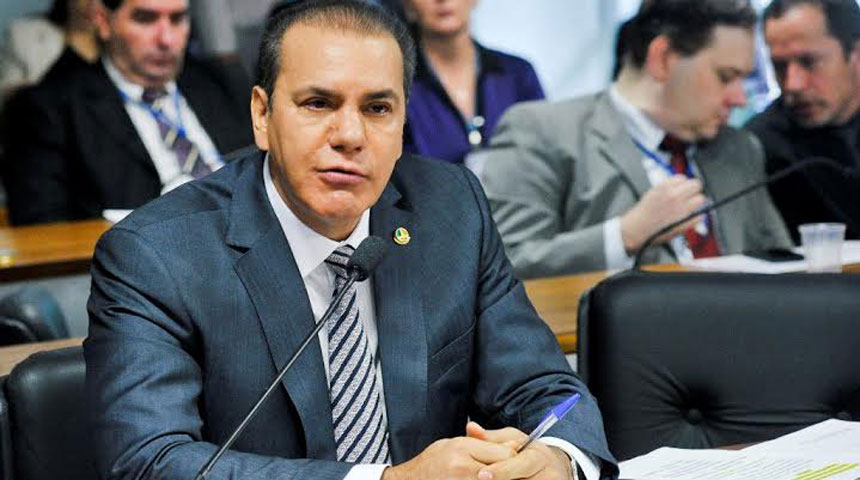 Senador Ataídes Oliveira em comissão do Senado