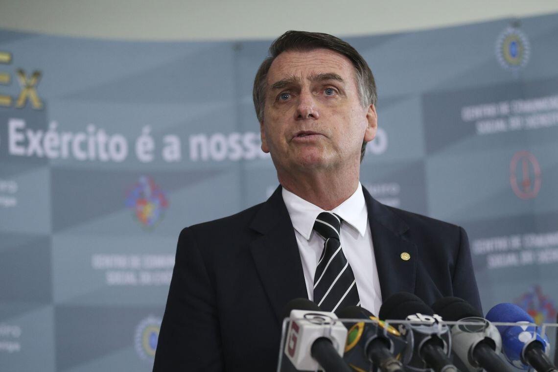Jair Bolsonaro concede entrevista coletiva