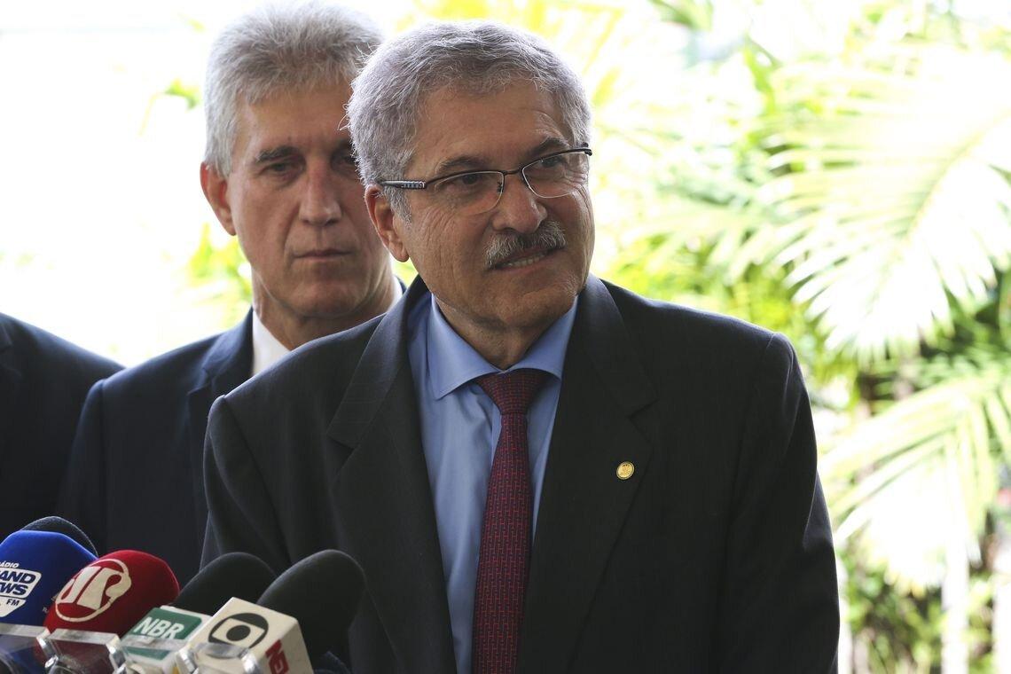 Deputado José Rocha concede entrevista coletiva