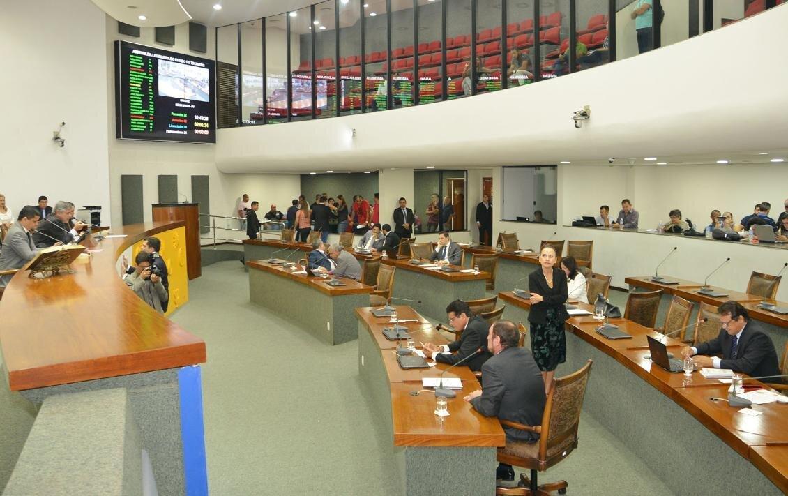 Plenário da Assembleia no primeiro dia de trabalho
